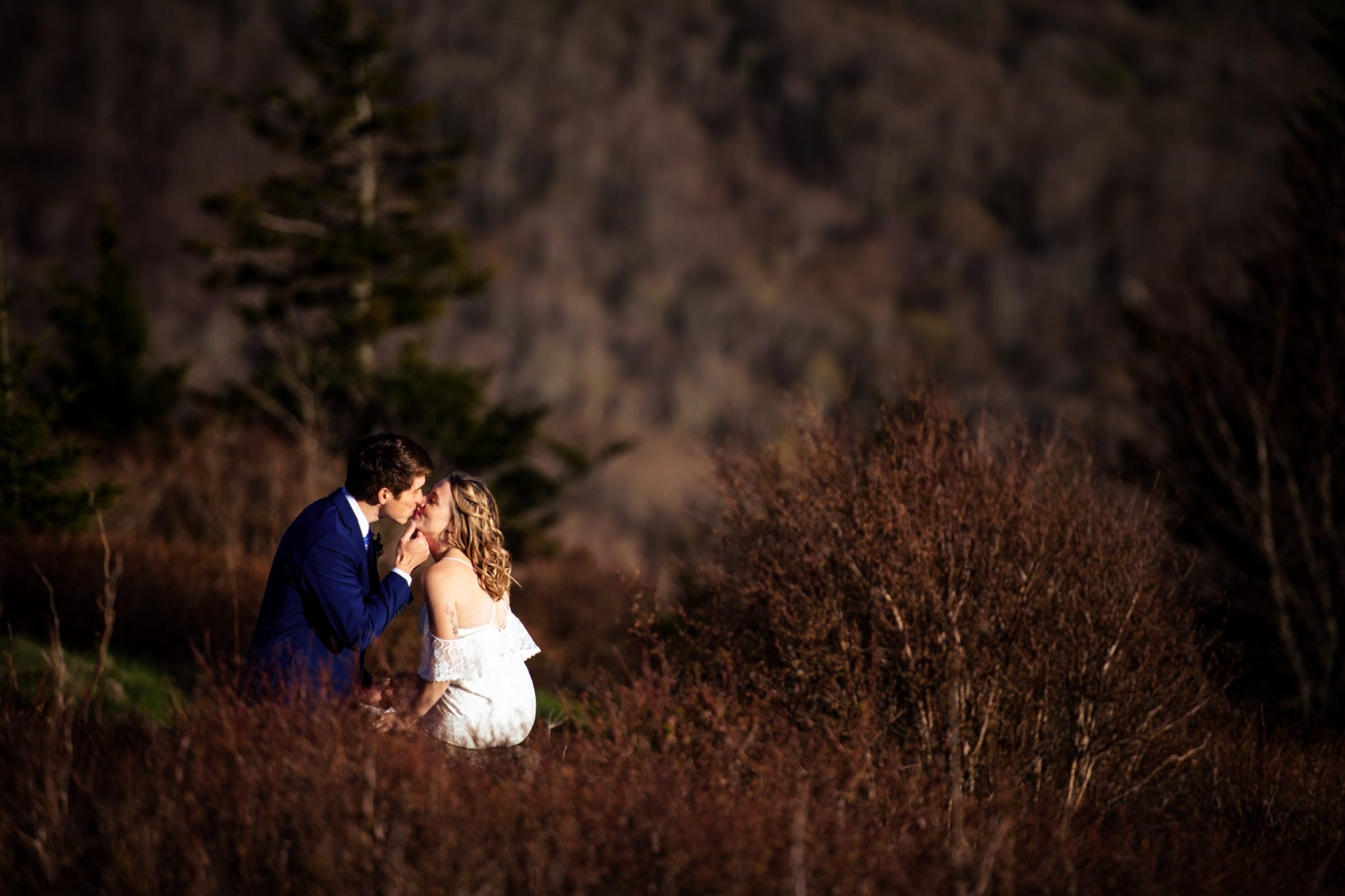 Husband and wife kissing after eloping in carvers gap
