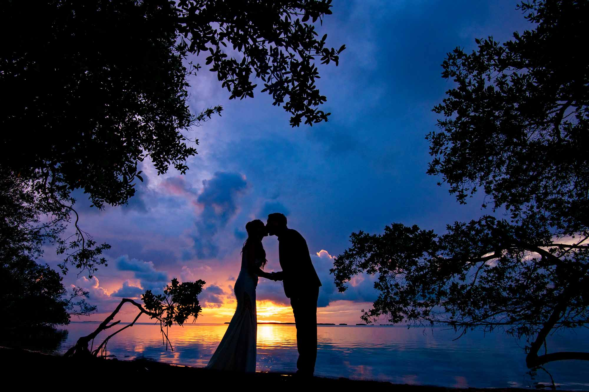 Silhouette of a couple kissing at sunset at bakers cay